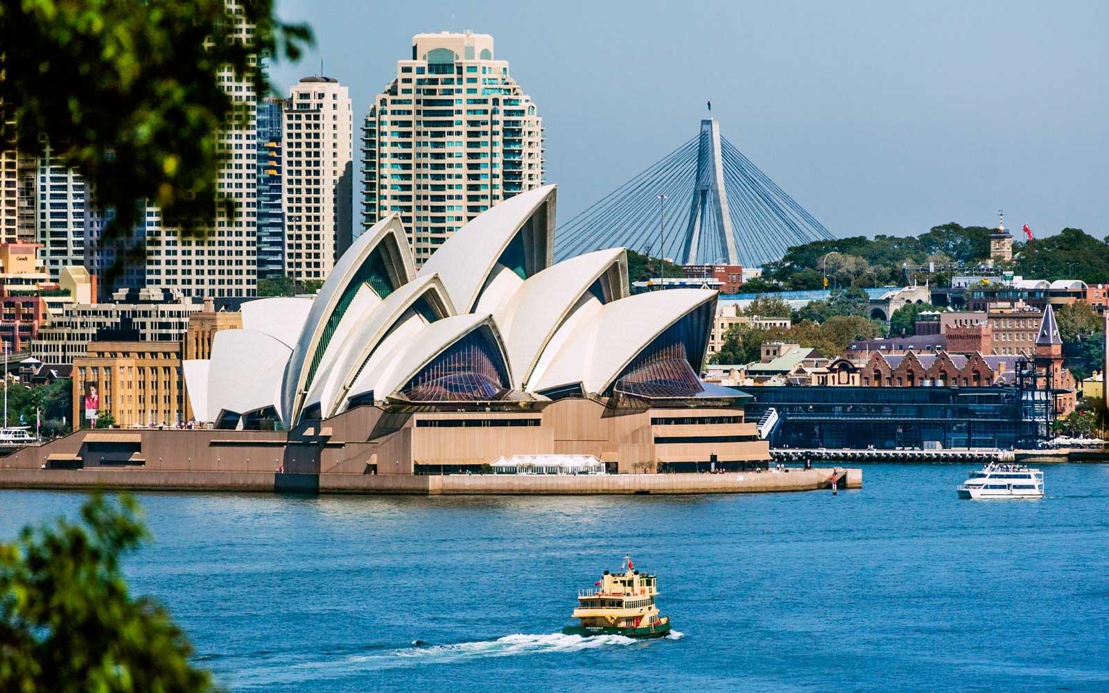 Traveling To Sydney Australia Alone